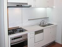 普段はなかなかお手入れが出来ないキッチンの水垢、油汚れなど隅々まで落とします。