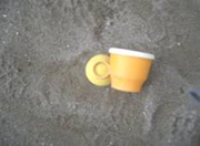 砂の中から出てきたおもちゃ