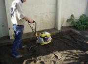 砂場を耕す